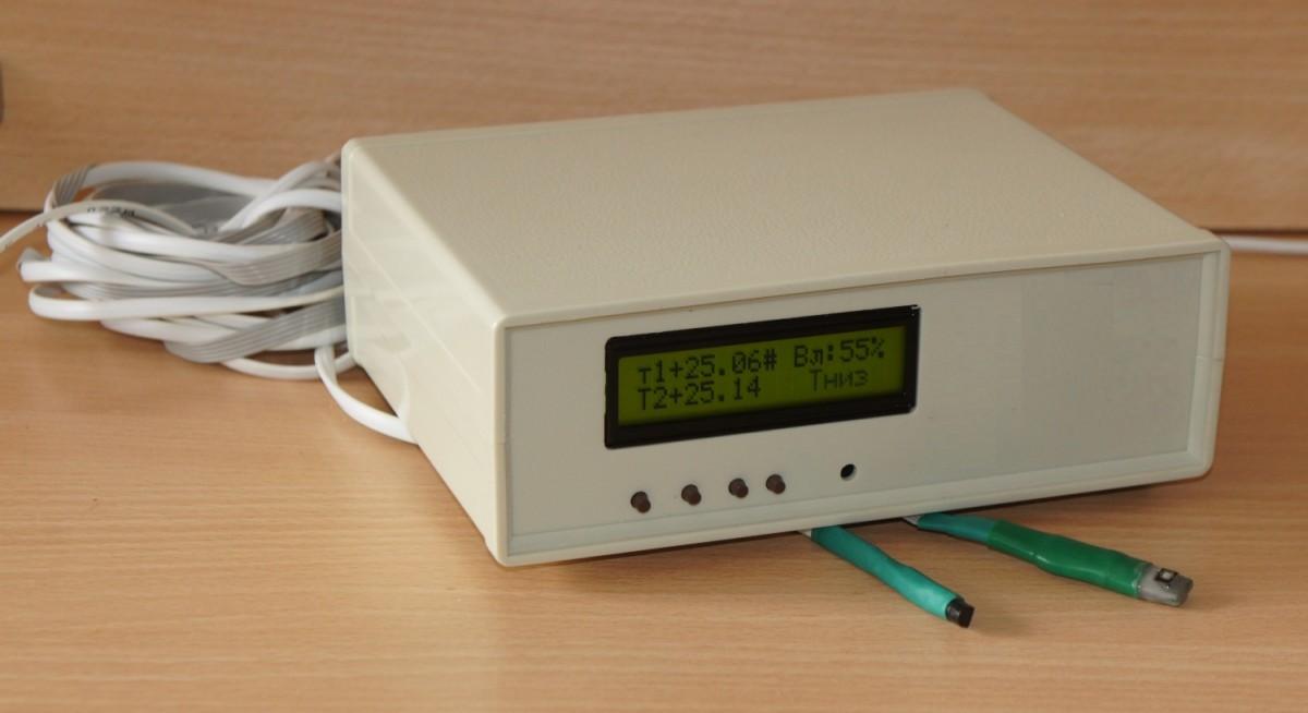 Блок в светлом корпусе со стандартным индикатором