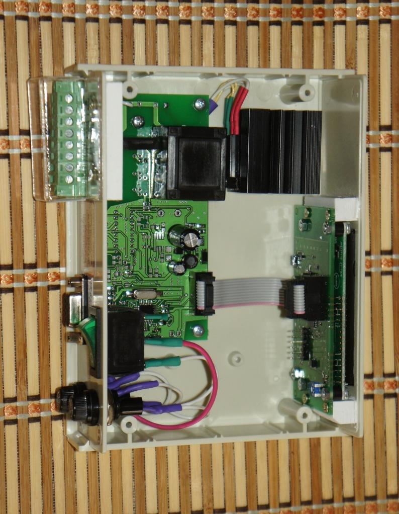 Блок управления инкубатором ИНВА-Б11020-с2 внутри корпуса