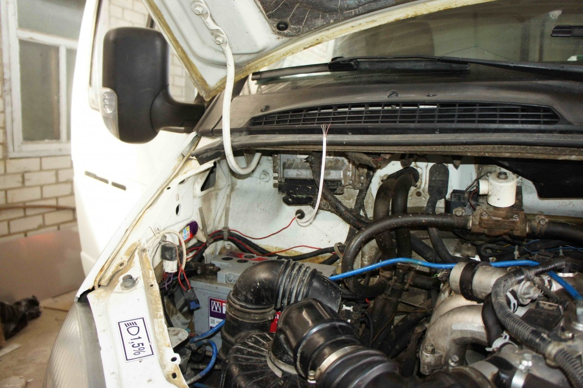 подведение провода в кабину авто
