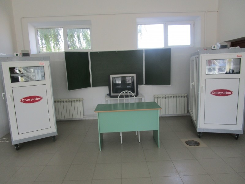 Стационарная установка инкубаторов в учебной лаборатории